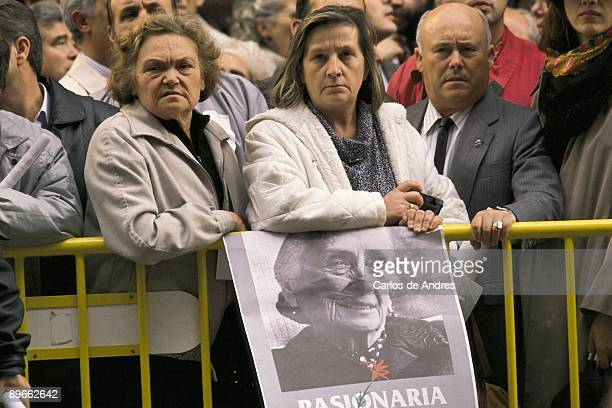 Funeral of Dolores Ibarruri ´The Pasionaria´ A woman sustains Dolores Ibarruri ´The Pasionaria´ poster before the pass of the funeral cortege that...