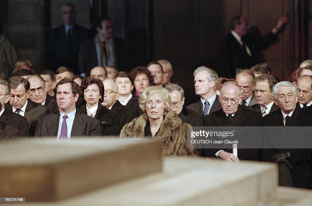 Funeral Of François Mitterrand: Tribute At Notre-dame De Paris : ニュース写真