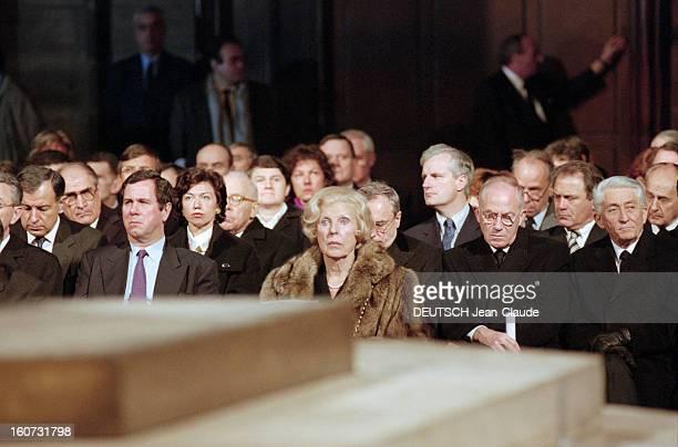 Funeral Of François Mitterrand: Tribute At Notre-dame De Paris. En France, à Paris, le 11 janvier 1996. Messe à la mémoire de François MITTERRAND...