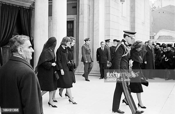 Funeral Of King Paul I Of Greece In 1964 Grèce Athènes 12 mars 1964 les obsèques de Paul 1er de Grèce A la sortie le futur roi Juan Carlos en...