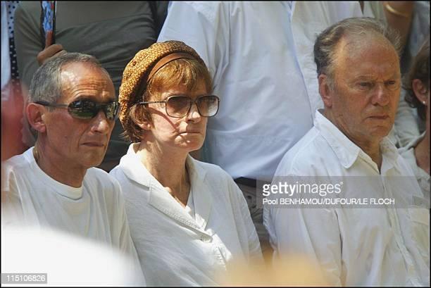 Funeral of Marie Trintignant at Pere Lachaise in Paris France on August 06 2003 Alain Corneau Nadine Trintignant JeanLouis Trintignant