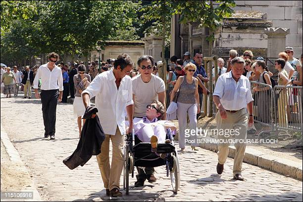 Funeral of Marie Trintignant at 'Pere Lachaise' in Paris France on August 06 2003 Richard Anconina Richard Berry Marie Dubois