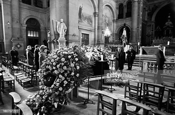 Funeral Of René Simon The Church St Francis Xavier Paris 19 février 1971 Les obsèques de René SIMON à l'église SaintFrançois Xavier Cérémonie dans...