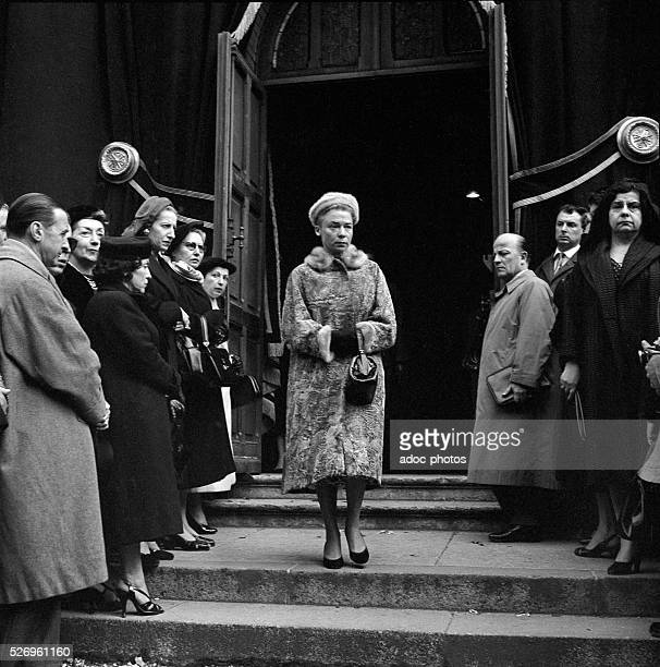 Funeral of the French designer Christian Dior at SaintHonor��d'Eylau church in Paris The fashion designer Carmen de Tommaso In October 1957