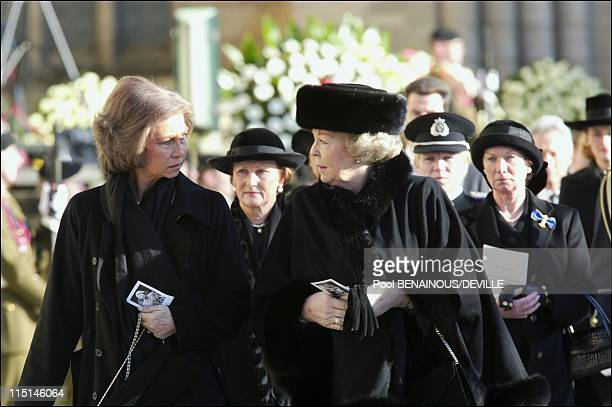 Funeral of the Grand Duchess Josephine Charlotte of Luxembourg in Luxembourg city Luxembourg on January 15 2005 Queen Sofia of Spain and Queen...