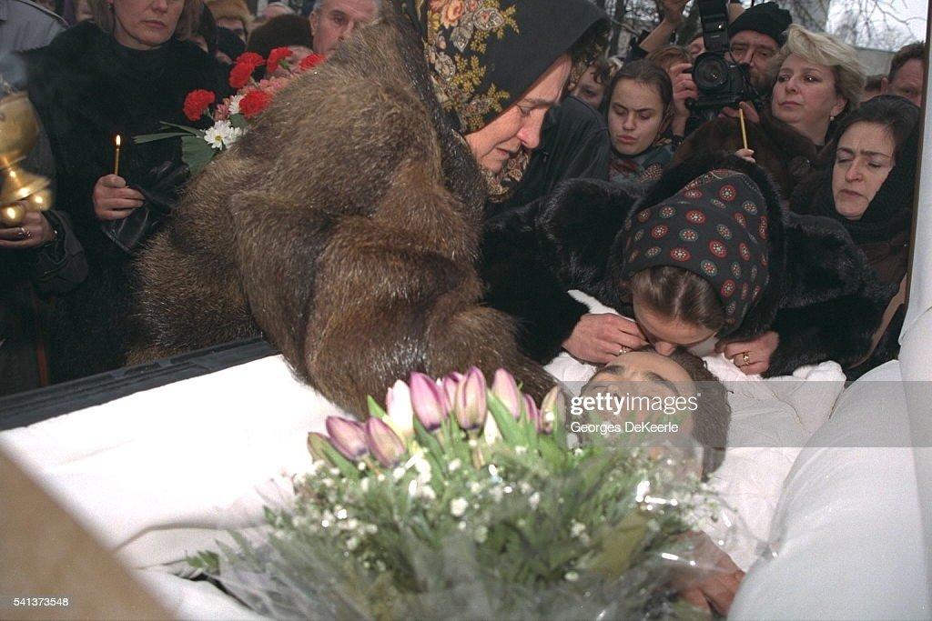 LOVE STORY THE DEATH OF 28-YEAR -OLD SERGEI GRINKOV Sergei grinkov funeral photos