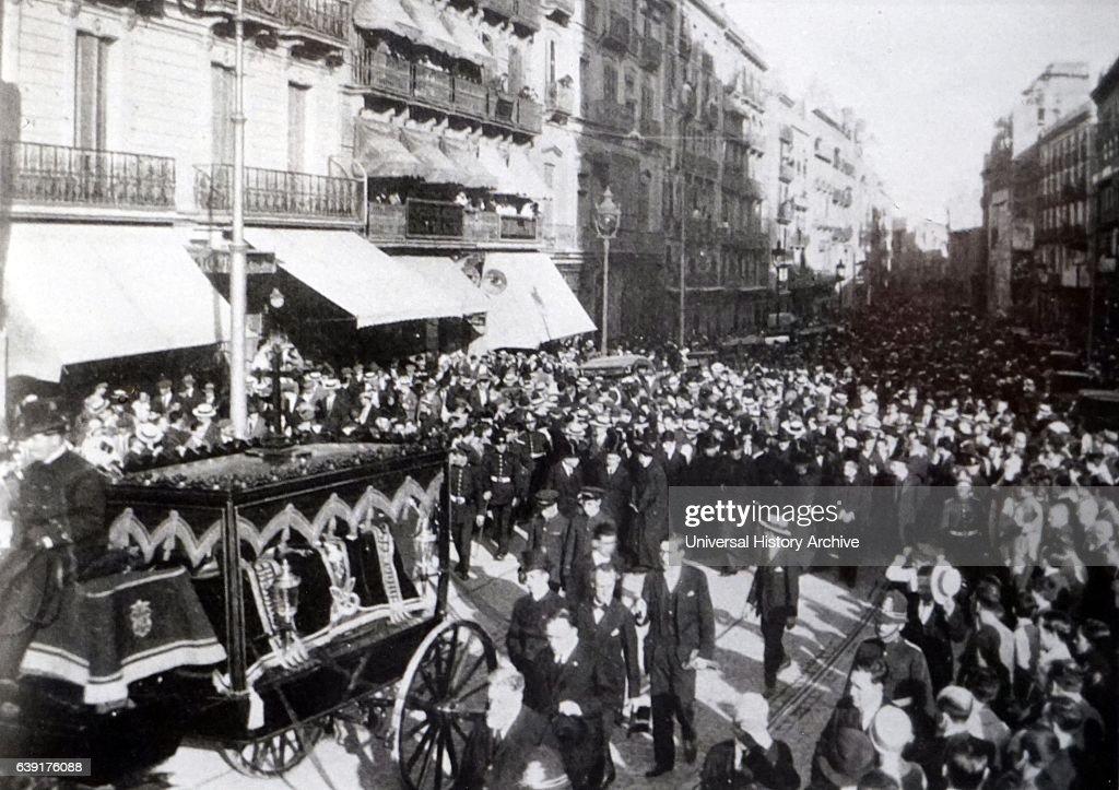 Funeral Of The Spanish Architect Antoni Gaudi 1852 1926