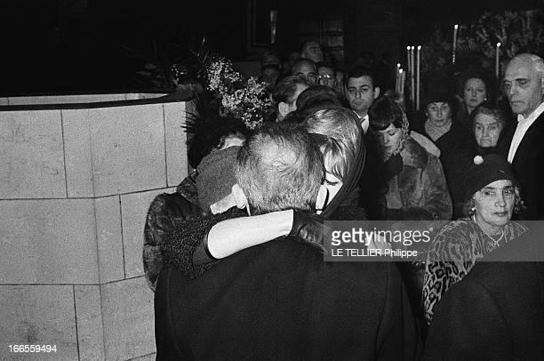 Funeral Of Vera Clouzot Brigitte BARDOT aux obsèques de Véra Clouzot BB présente ses condoléances à HenriGeorges CLOUZOT Décembre 1960