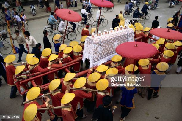 funeral procession in hue, vietnam - pallbearer stock pictures, royalty-free photos & images