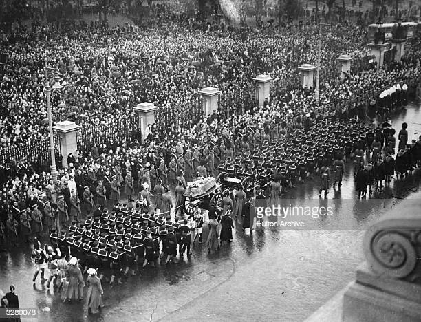 Funeral procession of King George V in London The gun carriage bearing the coffin is drawn by sailors