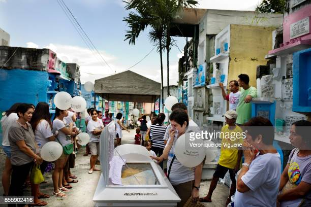 Funerals of Herman Gatbonton drug user killed on the 7th of october He was on the Watch List He is leaving a 3yearsold daughetr Angelica