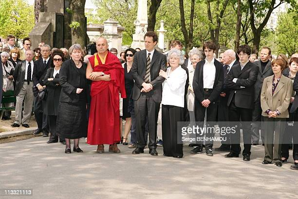 Funerals Of JeanFrancois Revel On The Cimetery Of Montparnasse On May 5Th 2006 In Paris France Here Claude Sarraute Surrounded By Nicolas Revel...