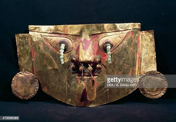 Funerary mask adorned with pendants gold Goldsmith art Chimu culture Lima Museo De Oro Del Perù Y Armas Del Mundo