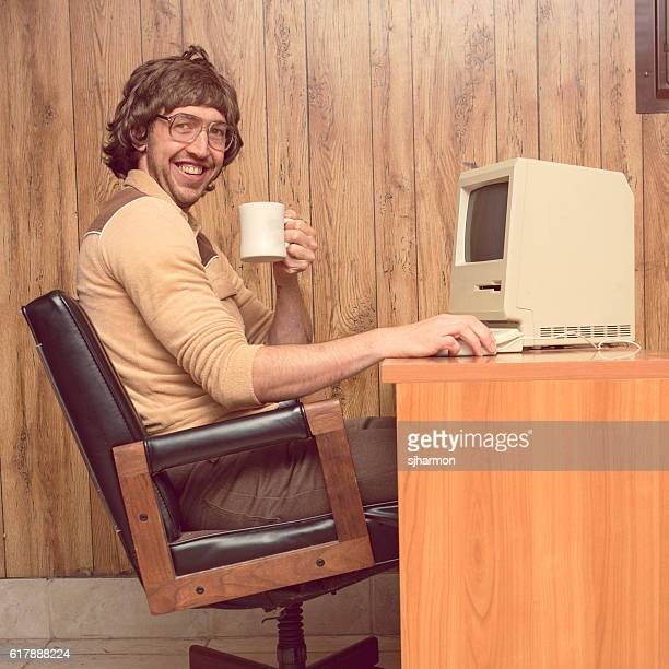 funny 1980s computer man at desk with coffee - desktop pc stockfoto's en -beelden