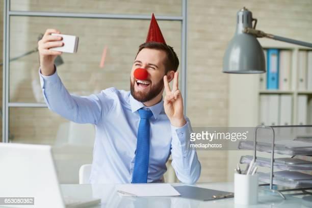 hombre de negocios funny - nariz de payaso fotografías e imágenes de stock