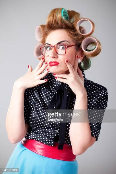 変な顔を作っている面白い主婦