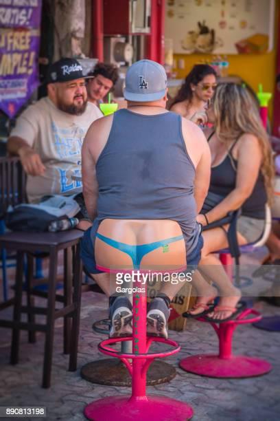 asientos divertidos en resto-bar en playa del carmen - playa del carmen fotografías e imágenes de stock
