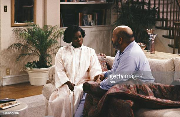 AIR A Funny Thing Happened on the way Home from the Forum Episode 11 Pictured Janet Hubert as Vivian Banks James Avery as Philip Banks Photo by Chris...