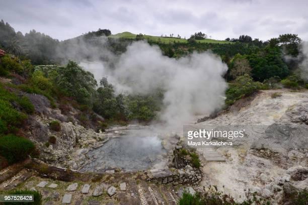 furnas hot springs and geysers, sao miguel island, azores, atlantic ocean, portugal - paisaje volcánico fotografías e imágenes de stock