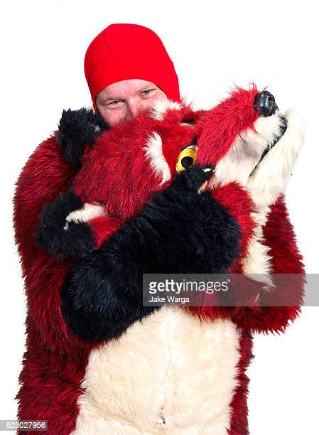 furry: person who likes to dress in animal costumes - jake warga fotografías e imágenes de stock