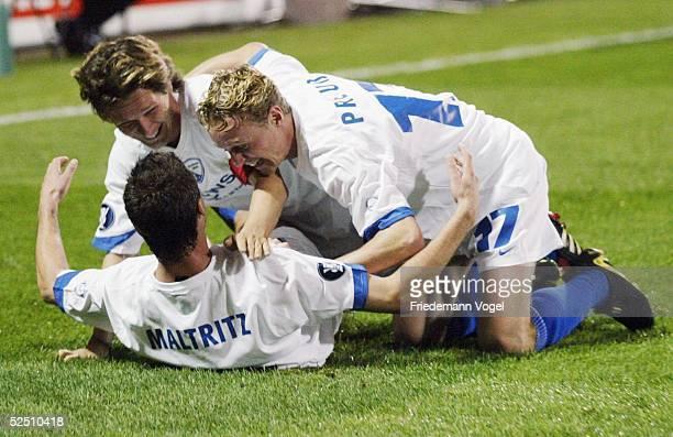 Fusball: UEFA - Cup 04/05, Bochum; VFL Bochum - Standard Luettich; Dariusz WOSZ, Torschuetze Marcel MALTRITZ, Christoph PREUSS / Bochum, jubeln nach...