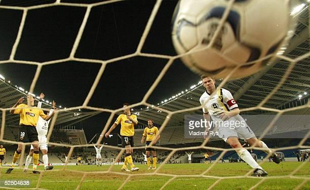 Fusball: UEFA Pokal 04/05, Athen; AEK Athen - Alemannia Aachen 0:2; Tor zum 0:1 durch Erik MEIJER / Aachen 15.12.04.