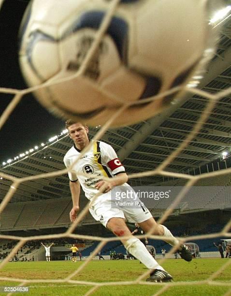 Fusball: UEFA Pokal 04/05, Athen; AEK Athen - Alemannia Aachen; Tor zum 0:1 durch Erik MEIJER / Aachen 15.12.04.
