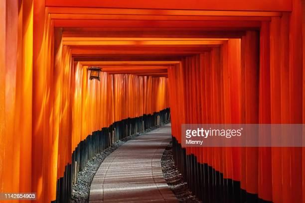 伏見稲荷大社京都の鳥居 - 京都市 ストックフォトと画像