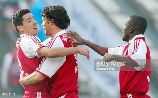Fussball 1 Bundesliga 03/04 Berlin Hertha BSC Berlin FC Bayern Muenchen 11 Jubel nach dem Tor zum 01 Torschuetze Roy MAKAAY Michael BALLACK Samuel...