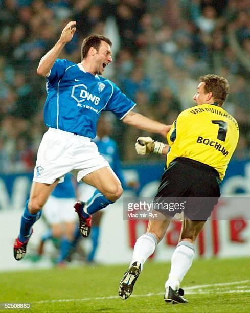 Fussball 1 Bundesliga 03/04 Bochum VfL Bochum Borussia Moenchengladbach 10 Jubel nach dem Tor zum 10 Thomas ZDEBEL Torwart Rein van DUIJNHOVEN /...