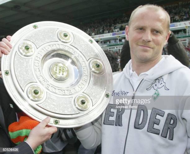 Fussball 1 Bundesliga 03/04 Bremen SV Werder Bremen Bayer 04 Leverkusen 26 Deutscher Meister 2004 SV Werder Bremen Trainer Thomas SCHAAF / Bremen...