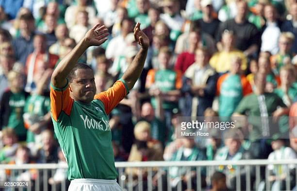 Fussball 1 Bundesliga 03/04 Bremen SV Werder Bremen Bayer 04 Leverkusen AILTON / Bremen verabschiedet sich von den Bremern Fans 150504