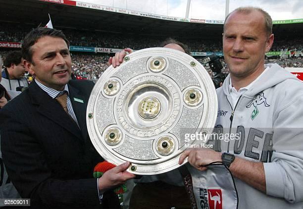 Fussball 1 Bundesliga 03/04 Bremen SV Werder Bremen Bayer 04 Leverkusen Deutscher Meister 2004 SV Werder Bremen Kaus ALLOFS Thomas SCHAAF 150504
