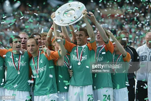 Fussball 1 Bundesliga 03/04 Bremen SV Werder Bremen Bayer 04 Leverkusen Deutscher Meister 2004 SV Werder Bremen Valerien ISMAEL / Bremen 150504