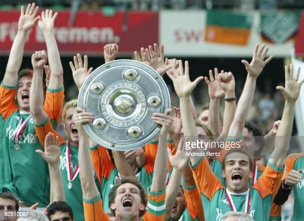 Fussball 1 Bundesliga 03/04 Bremen SV Werder Bremen Bayer 04 Leverkusen Deutscher Meister 2004 SV Werder Bremen Team Bremen 150504