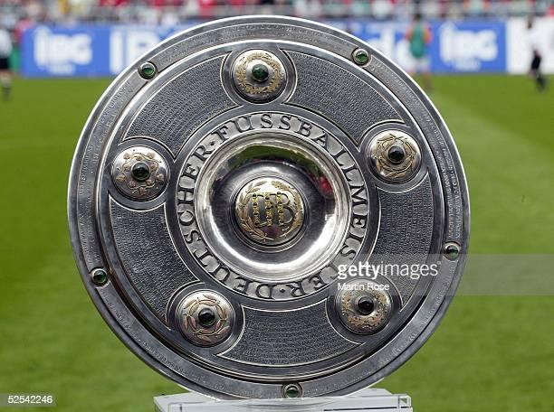 Fussball 1 Bundesliga 03/04 Bremen SV Werder Bremen Bayer 04 Leverkusen Deutscher Meister 2004 SV Werder Bremen Meisterschale 150504
