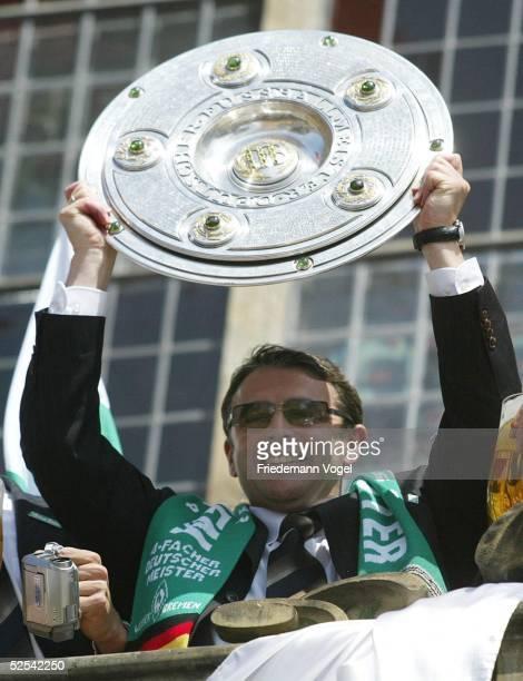 Fussball 1 Bundesliga 03/04 Bremen SV Werder Bremen Deutscher Meister 2004 / Meisterfeier Sportdirektor Klaus ALLOFS 160504