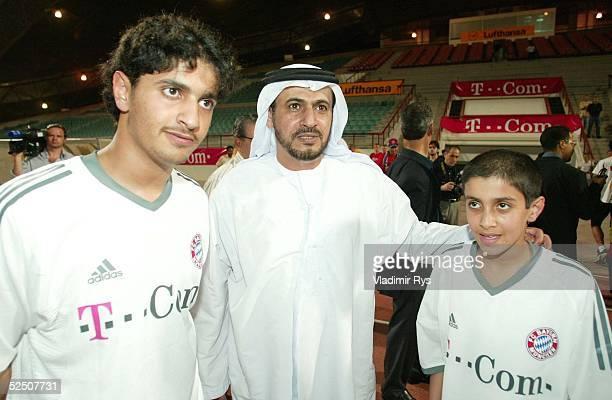 Fussball 1 Bundesliga 03/04 Dubai FC Bayern Muenchen / Trainingslager Sheikh Rakadh Bin Salem Bin Rakadh Al Ameri mit seinen Soehnen 140104