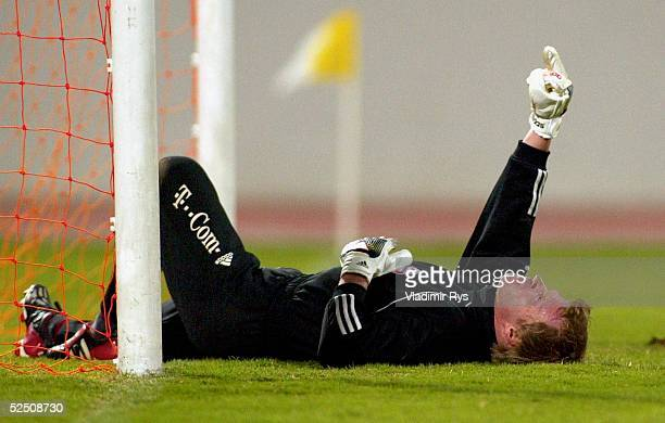 Fussball 1 Bundesliga 03/04 Dubai FC Bayern Muenchen / Trainingslager Torwart Oliver KAHN zeigt den Mittelfinger 100104