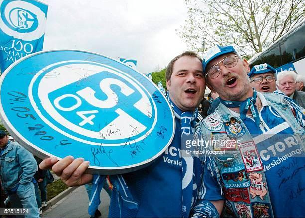 Fussball 1 Bundesliga 03/04 Gelsenkirchen FC Schalke 04 Festwoche 100 Schalker Jahre Offizielles Gruendungsdatum des FC Schalke 04 Die Fans Michael...