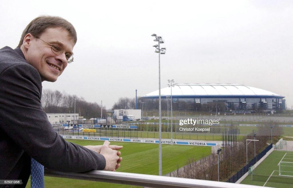 Fussball: 1. BL 03/04, FC Schalke 04/Pressekonferenz : ニュース写真