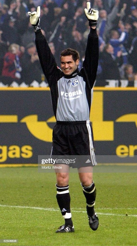 Fussball: 1. BL 03/04, FC Schalke 04-SC Freiburg : News Photo
