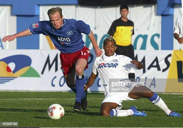 Fussball: 1. Bundesliga 03/04, Gran Canaria; Fussball-Turnier im Trainingslager; Hamburger SV - Hertha BSC Berlin; David JAROLIOM / HSV, MARCELINHO /...