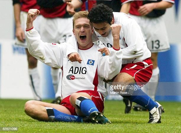 Fussball: 1. Bundesliga 03/04, Hamburg; Hamburger SV - Hertha BSC Berlin; Torjubel 1:0.Torschuetze Christian RAHN UND Mehdi MAHDAVIKIA / beide HSV...