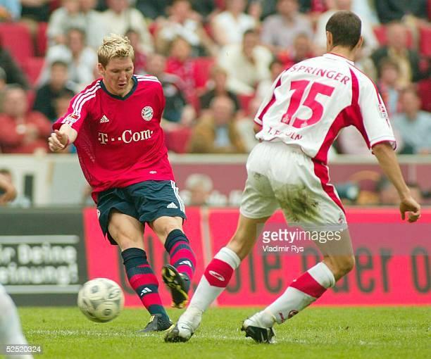 Fussball 1 Bundesliga 03/04 Koeln 1 FC Koeln FC Bayern Muenchen Bastian SCHWEINSTEIGER / Bayern schiesst das Tor zum 12 Christian SPRINGER / Koeln...