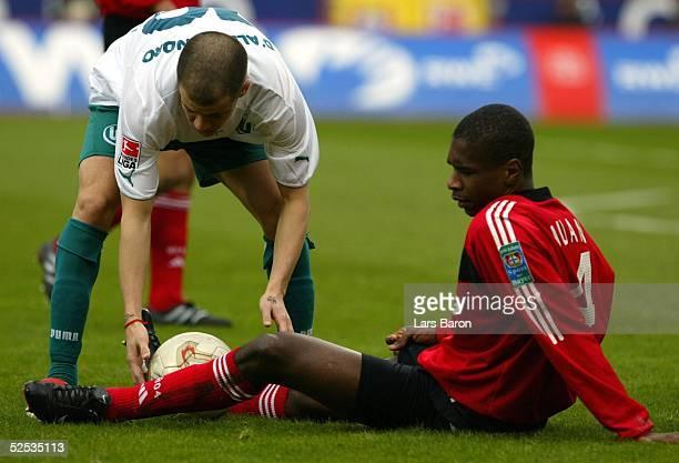 Fussball 1 Bundesliga 03/04 Leverkusen Bayer Leverkusen VfL Wolfsburg Andres D ALESSANDRO / Wolfsburg JUAN / Leverkusen 130304