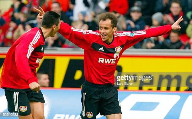 Fussball: 1. Bundesliga 03/04, Leverkusen; Bayer Leverkusen - VfL Wolfsburg; Jubel nach Tor zum 4:1: LUCIO, Torschuetze FRANCA / Leverkusen 13.03.04.