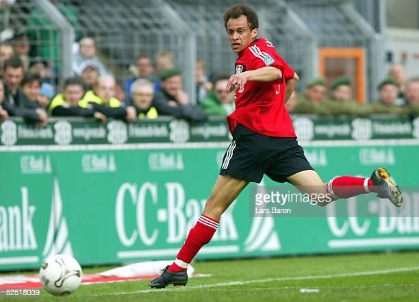 Fussball 1 Bundesliga 03/04 Moenchengladbach Borussia Moenchengladbach Bayer 04 Leverkusen FRANCA / Bayer vergibt die beste Chance und schiebt am...