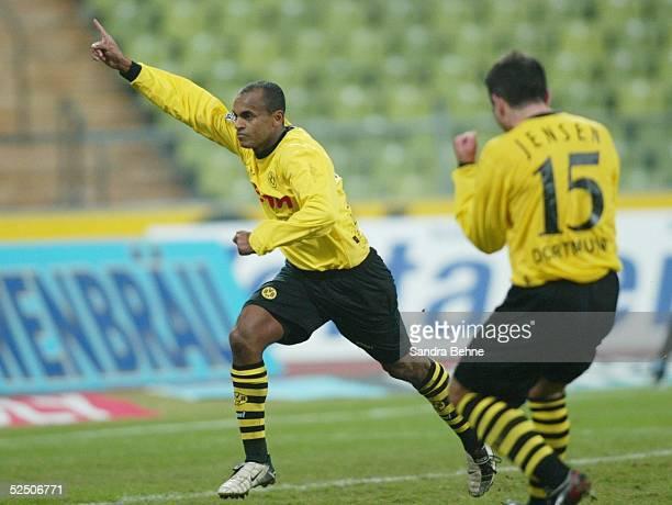 Fussball 1 Bundesliga 03/04 Muenchen 1860 Muenchen Borussia Dortmund Jubel zum 01 Tor durch Elfmeter von EWERTHON Niclas JENSEN / Dortmund 150204