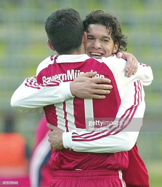Fussball 1 Bundesliga 03/04 Muenchen FC Bayern Muenchen Borussia Moenchengladbach 52 Jubel zum 52 durch Michael BALLACK mit Roy MAKAAY / Bayern 270304